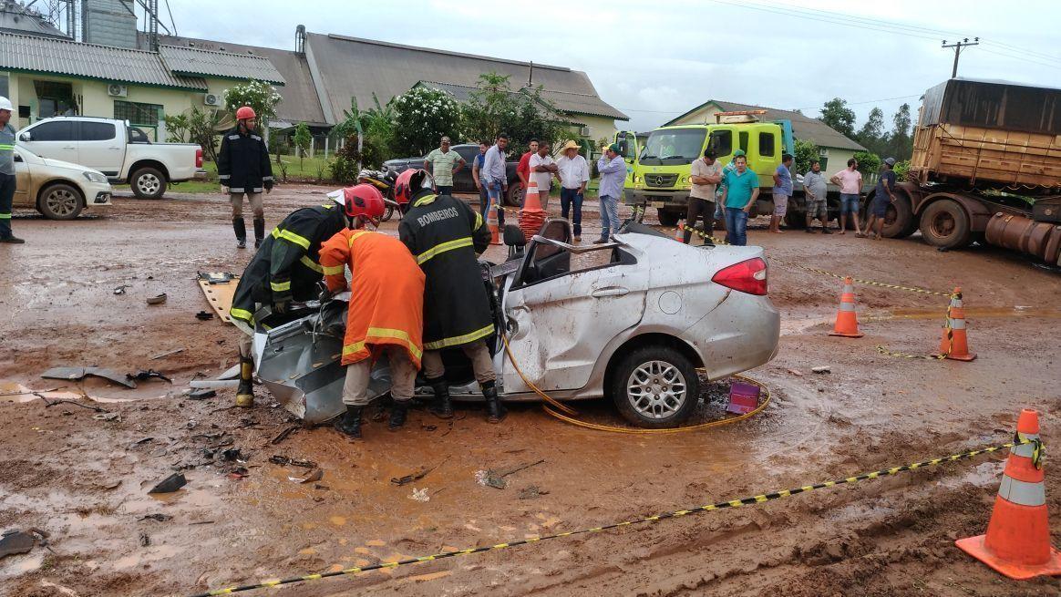 f01cd92b7 Motorista morre após bater carro de frente com carreta na BR-163 em ...