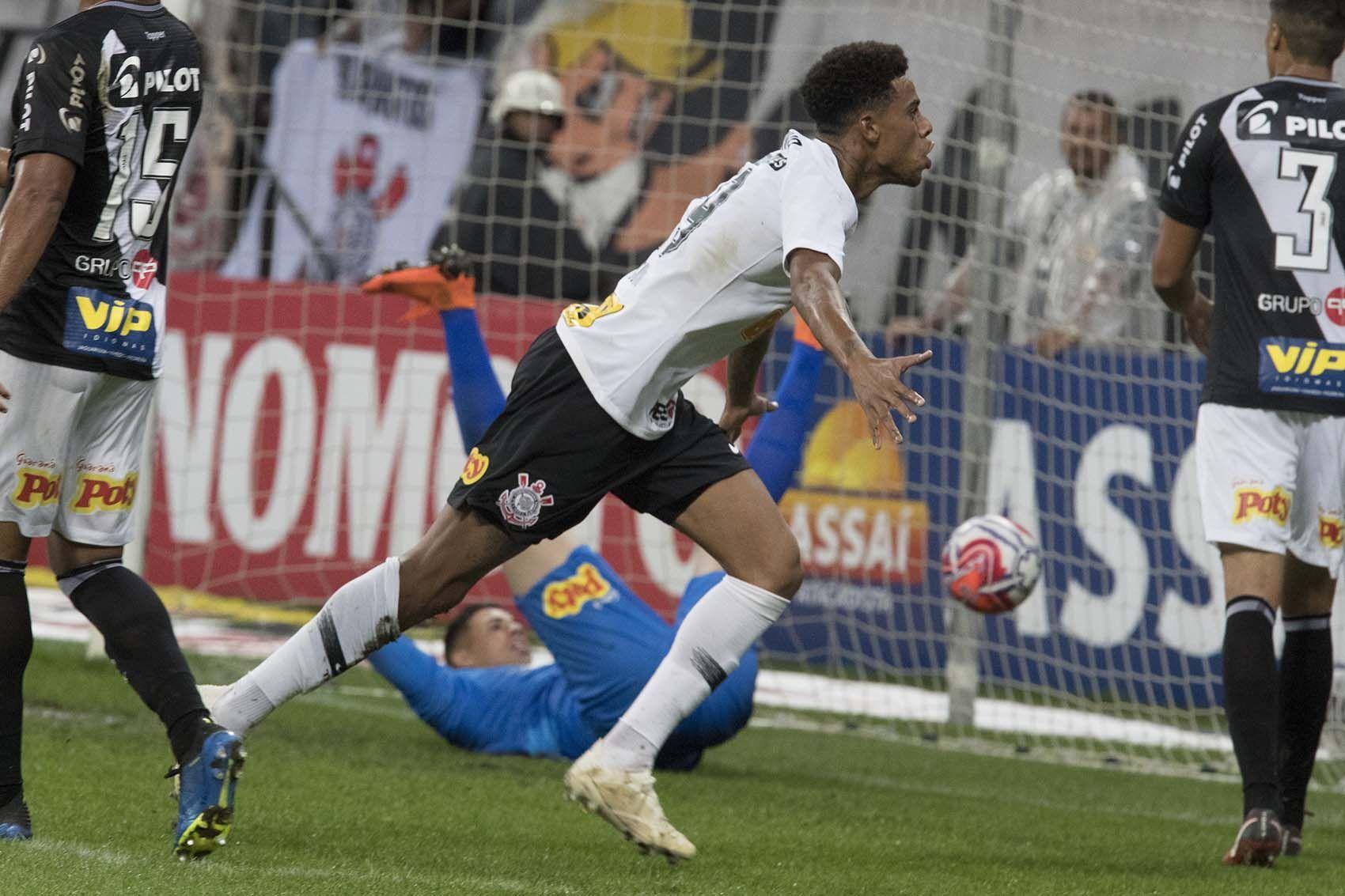 durante o jogo Corinthians SP x Ponte Preta Campinas 48f128429f1